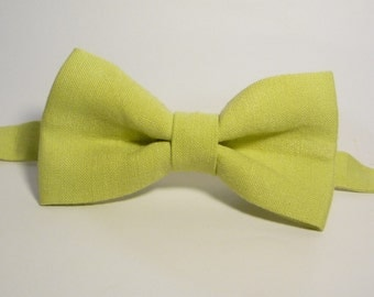 Light Green Linen Bow Tie, Wedding Bow Tie, Groomsmen Bow Tie, Mens Green Linen Bowtie, Boys, Pale Green, Pastel Green, Adjustable Bow Tie