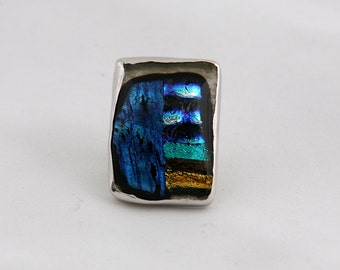 Handmade silver 0.925 ring with dichroic glass.