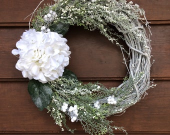 Winter Wreath - Christmas Wreath - Holiday Wreath - Traditional Wreath - Rustic Wreath - Hydrangea - Made in Canada - Canadian Made -