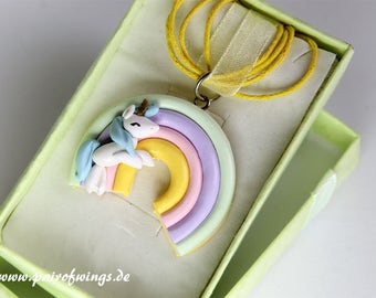 Unicorn Unicorn chain Rainbow in pastel colors of hand models exhibited gift box unique jewelry polymer clay Fimo