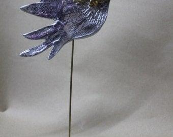 Bird with twig, made of bronze and aluminium.