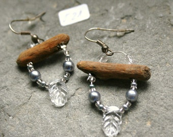 Dainty earrings with elements from nature O21