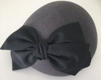 Beret with grosgrain bow