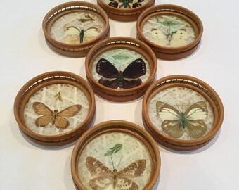 Vintage  plateau rond en bois pour verre décor papillon
