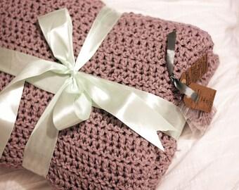 Warm, cozy and stylish crochret blankets <3