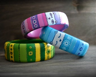 Wooden bracelet with tracery paintings. Cute cat muzzles.