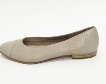 VTG 90s SALVATORE FERRAGAMO Creme Leather Flats// Minimalist Cap toe Slip On// Ladies 10.5