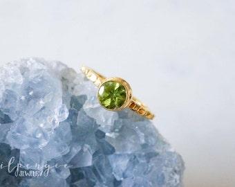 6mm green peridot gold ring. lime green gold vermeil ring. light green gem ring. gemstone ring. gold vermeil