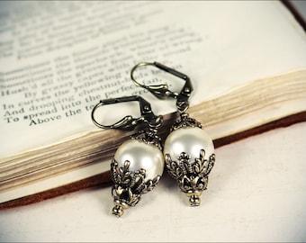 Large Pearl Earrings, Renaissance Bridal Jewelry, Victorian Cream Pearls, Victorian Wedding, Ren Faire Costume, Handfasting, Borgia Drop