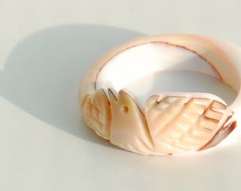 Vintage Carved Bird Shell Ring, Pinkie Ring, Child's Ring, Peach and White Band Ring, Retro Beach Ring