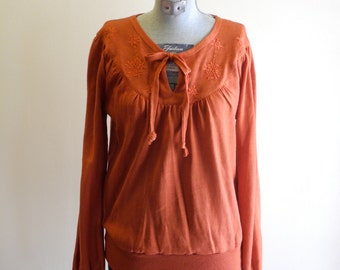 Tie front embroidered 70s sweater sz. Medium / Large