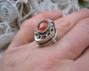 Vintage locket ring, Vintage poison ring, Vintage sterling silver locket ring, Vintage pillbox ring, Carnelian and sterling pill box ring