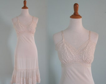Pretty 60s White Slip with Crystal Pleating and Lace - Vintage White Lace Slip - Vintage 1960s Slip M Size 36