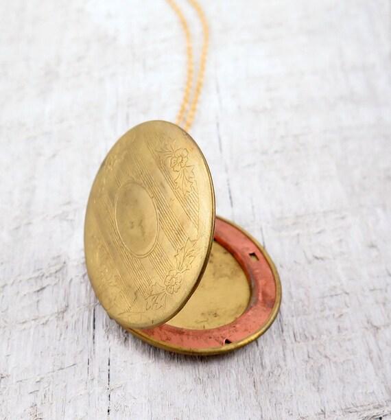 Large Locket Necklace, Oval Pendant Necklace, Vintage Locket, Photo Locket, Memory Locket, Anniversary Gift, Wedding Day Jewelry
