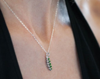 Small Green Pea Pod Necklace in Gold or Silver, Peas Jewelry Vegetable Necklace, Layering Jewelry, Delicate Pea Pod Mother's Necklace