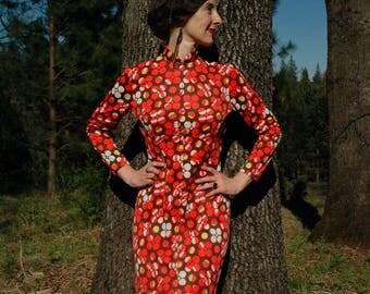 Size Medium... 1960s Vintage Pop Art Maxi Dress... 60s Psychedelic Dress... Circles and Spirals