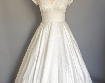 Ivory Silk Dupion and Lace 1950s Sweetheart Full Length Wedding Dress - Made by Dig For Victory