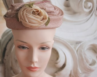 Vintage 1950s Beige Toque Hat with Flower & Netting