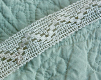 Crochet Trim Vintage 2 yards 1 inch off white ivory edging