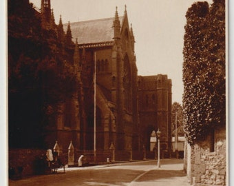 Church of St-Philip Neri - Arundel - Sussex - England - picture - sepia - souvenirs - antique postcard - Free shipping Canada USA