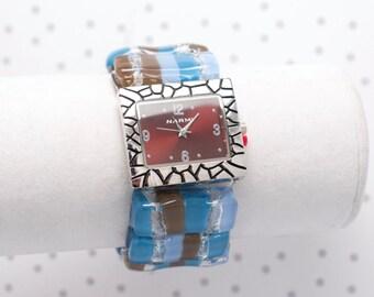 Montre bracelet en verre fusionné bleue et brune