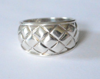 SALE Vintage Sterling Silver Quilted Pattern Domed Ring Band Size 7