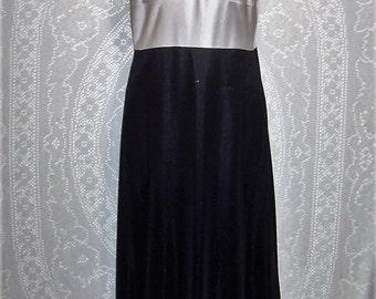 Size 34 Average - Vintage Full Slip - Sarah Smith  - Anti-Static - Black Skirt, White Top  - 100% Antron III Nylon - Nightie
