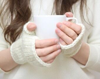 SALE: Cream Knit Fingerless Gloves / Knitted Wrist Warmers, Commuter Mitts / Cream Ivory / Vegan Yarn