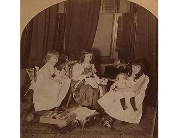 ca1900 Stereoview, Girls with their Dolls, other toys