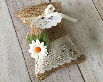 10 burlap and lace favor bags, daisy paper flowers, wedding, bridal shower, baby shower.