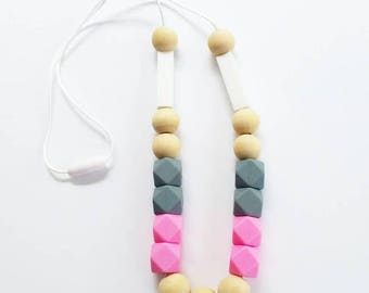 Teething Necklace in Natural Wood Beads with Gray and White Silicone Beads. Nursing Necklace. Mom Jewelry. Chewable Jewelry. Wood Beads.