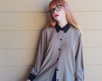 Silky Minimalist Natural Oversized Retro Oxford Blouse with Contrast Collar and Cuffs // Women's size Medium M