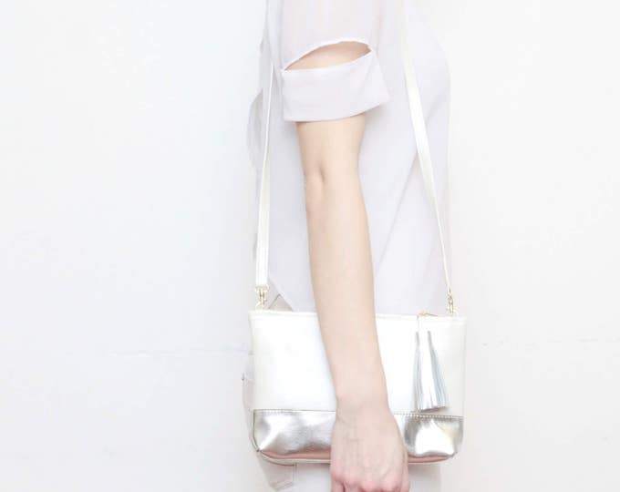 Small shoulder bag. Leather handbag. Small statement purse. Crossbody bag. Metallic natural leather. Simple bag. White purse. /CASUAL 3