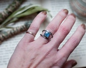 Kyanite ring, square cut Kyanite with V shape shank, geometric gemstone ring, natural amulet, blue gemstone, unisex ring, Disthen ring