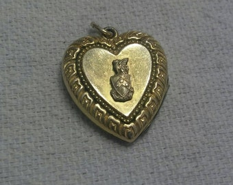 Vintage Gold Filled Heart Locket Griffin 3 star Crest Rare Opens Frame Valentine Great Detail Beauty