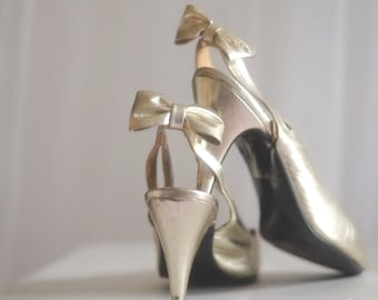 Vintage 60s High Heels Hollywood Old Glamour Gold Patent leather PEEP TOE Slingbacks Ankle strap Pumps Stiletto Shoes Event Formal SIZE 7/8