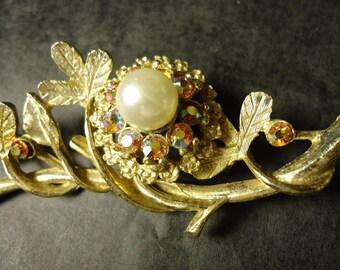 vintage brooch goldtone rainbow rhinestone bird's nest with pearl center
