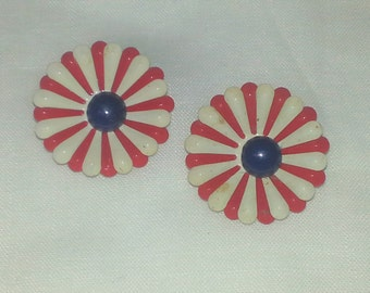 VINTAGE DAISY EARRINGS,Clip On Vinatage Earrings,Red White Blue Patriotic Earrings,Red White Blue Patriotic Jewelry,Mod 1960s Jewelry