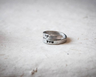 Double band ring with custom lettering and heart, symbols, delicate style, personalized ring with name and date, engraved ring, hammered