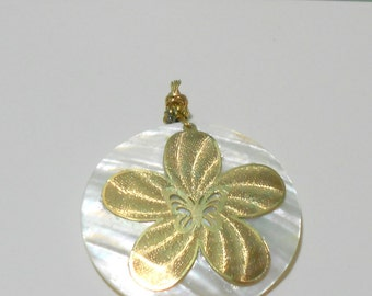 Mother pearl gold filled flower pendant
