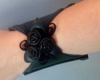 Wearable tech wallet, Christmas ideas for women friend, girlfriend, sister, Leather Wrist wallet, Hands Purse, Hands wallet, Cuff wallet