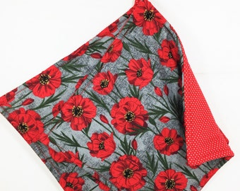 Red and Gray Fabric Potholders, Set of 2 Red Poppies Potholders, Poppy Pot Holders, Red and Gray Kitchen Decor, Red Poppies Hot Pads