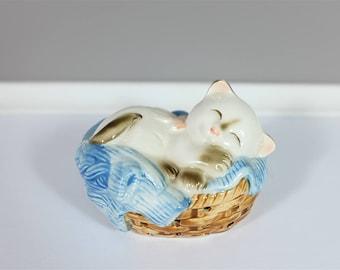 Vintage Avon Cat Napper ceramic pomander from 1983 - Made in Japan - Retro Avon sleeping cat air freshener