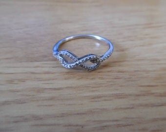 10k White gold infinity ring 1/10ct diamond size 10.5