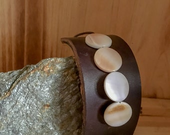 Mother of Pearl // Leather // Bracelet