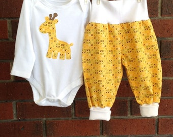 Gender neutral giraffe baby outfit in yellow // unisex baby shower gift // size newborn 3 6 12 18 mths // cotton baby clothes