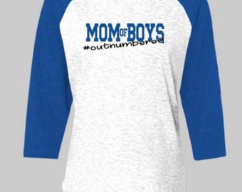 MOM OF BOYS #Outnumbered Raglan 3/4 sleeved contrast tee