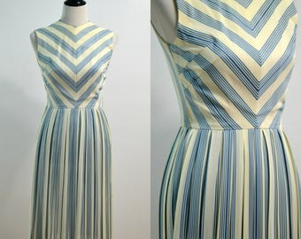 1950s 1960s Sue Brett Flare Skirt Dress / Vintage 50s 60s Sundress / Sleeveless Dress / Blue White Chevron Print Dress / Small S X-Small XS