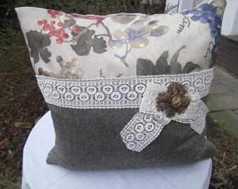 brown Pillow with Brooch - Woolpillow -autumn Pillow -  homedecor - handmade Pillow - Boho Pillow