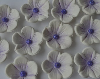 24 edible white and lilac blossom flowers. Edible sugar flower decorations. Flower cake toppers. Edible cupcake flowers.